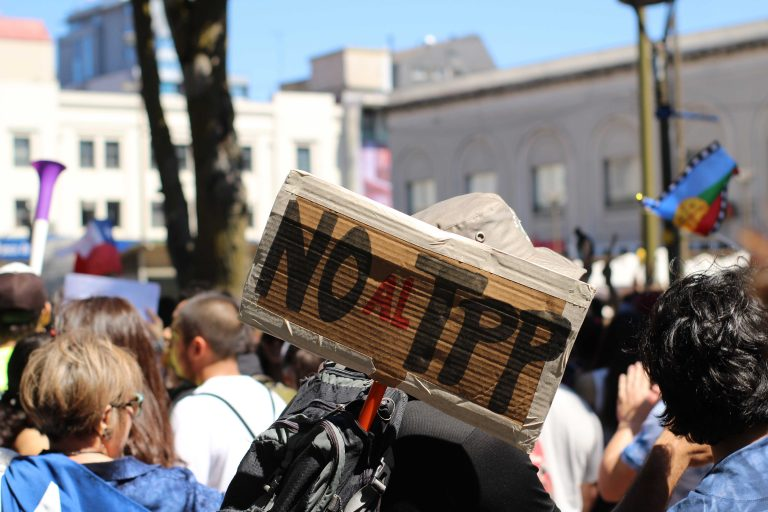 """En las calles se observa una total oposición al Tratado Integral y Progresista de Asociación Transpacífico, TPP-11 que se encuentra """"congelado"""" en el senado."""