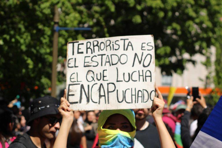 La Ley Antiencapuchados provocó indignación entre los manifestantes. Existiría pena de prisión de hasta 3 años.